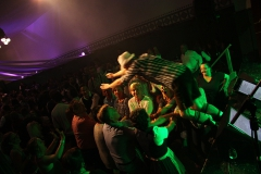 bigpack-partyband-stage-diving